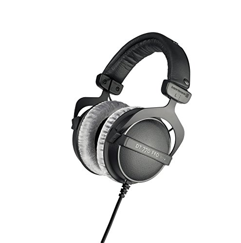 beyerdynamic DT 770 PRO 80 Ohm Over-Ear-Studiokopfhörer in schwarz. Geschlossene Bauweise, kabelgebunden für professionelles Recording und Monitoring